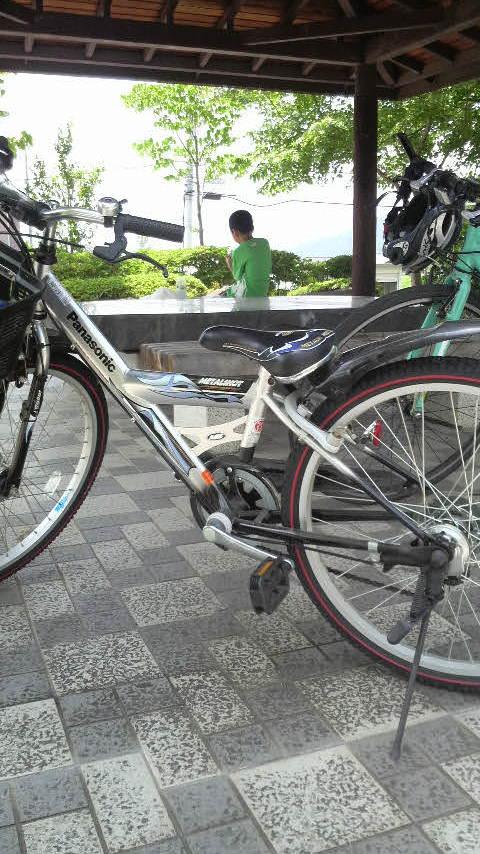 自転車で…